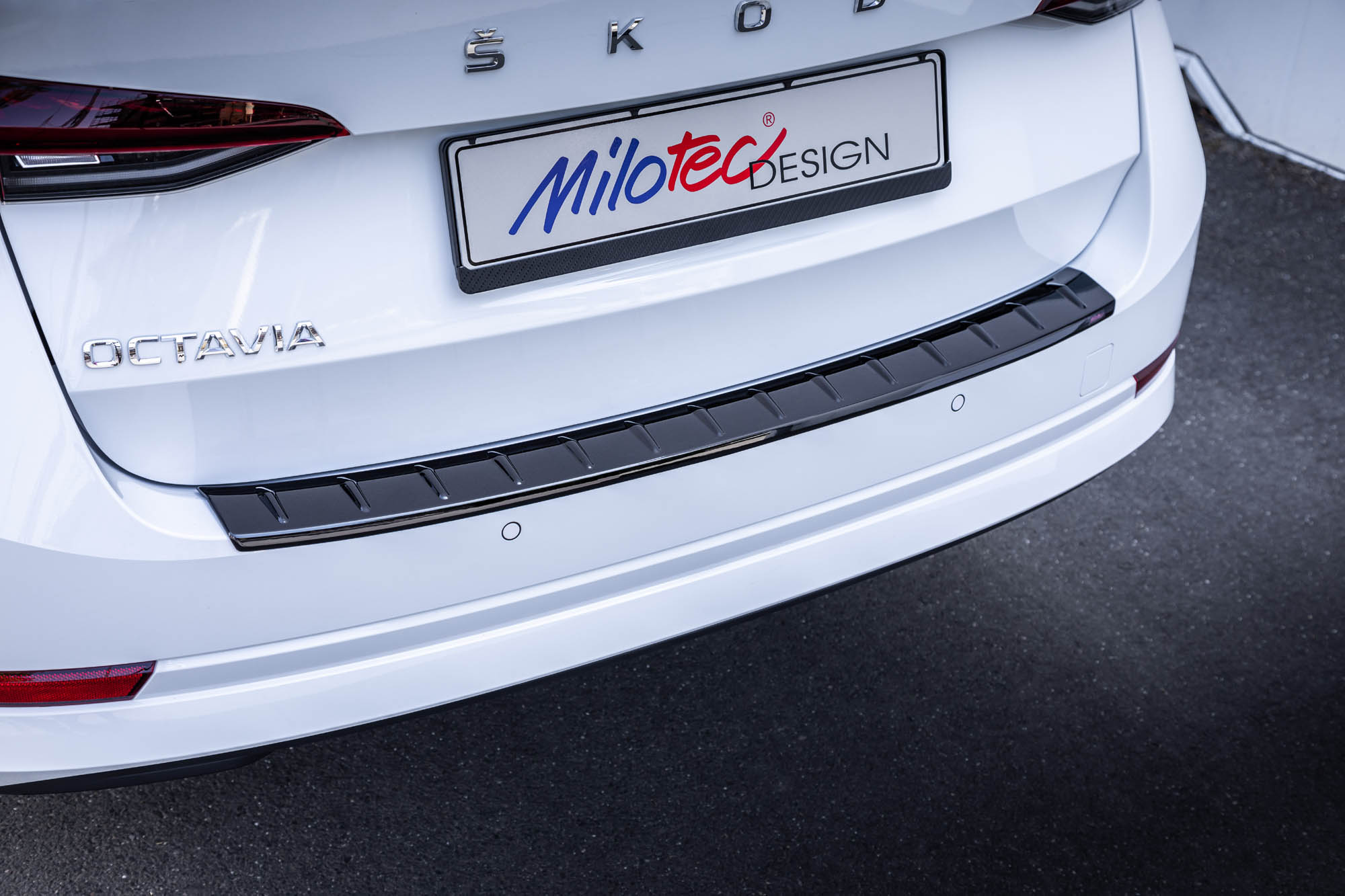 Milotec Loading Edge Protection For Octavia Iv Combi Rs Combi Abs Piano Black Milotec Auto Extras Gmbh Skoda Tuning Und Zubehor